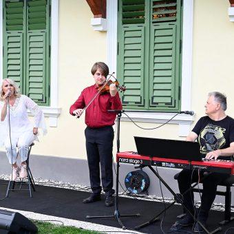 Alenka Godec, pianist Miran Juvan in violinist Gal Juvan.