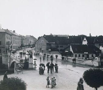 Zmajski most v Ljubljani leta 1910.