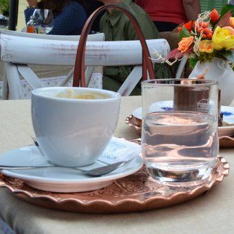 Kava Illy v številnih različicah v kavarni Ruska dača.