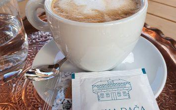 Najboljša kava z mlekom v prekrasnem okolju.