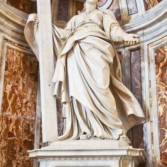 Kip Svete Helene v katedrali Svetega Petra v Vatikanu.