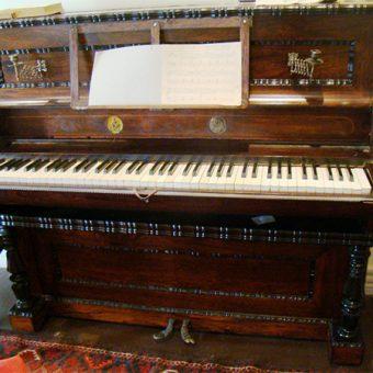 Prvi pianino v Gruziji, ki ga je za poročno darilo dobila princesa Nino od svojega moža Gribojedova