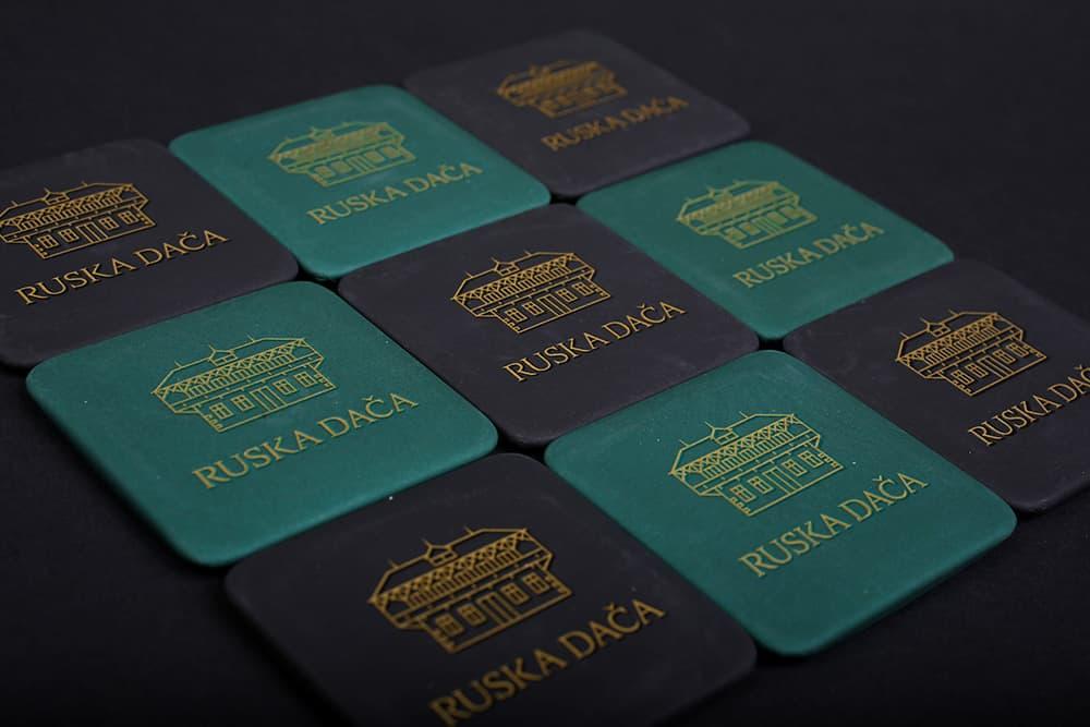 Magnetek Ruska dača v zeleni ali črni barvi