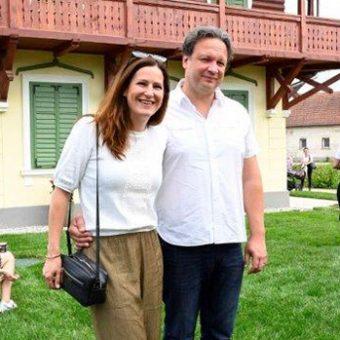 Manca in Benjamin Izmajlova na srečanju z zvezdami Ruske dače