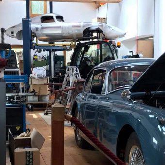 Delavnica kjer popravljajo Rolls Royce