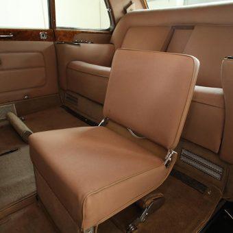 Rolls Royce z dodatnim sedežem zadaj