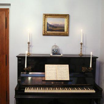 Tivoli s Tivolskim gradom, kot ga je naslikal Anton Karinger, si lahko ogledate v cesarski sobi Ruske dače.
