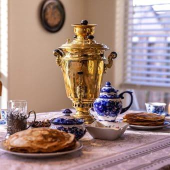 Čaj ob zajtrku je v Rusiji še zmeraj bolj priljubljen kot kava.
