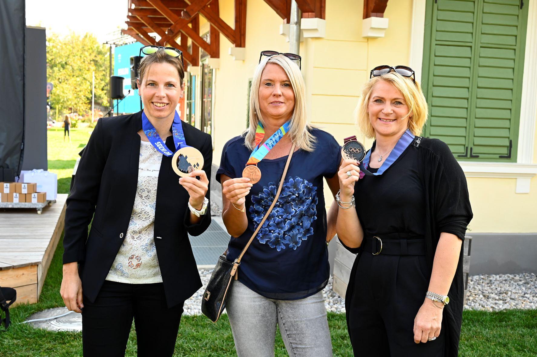 Poklon slovenskim olimpijkam in začinjena Ruska dača