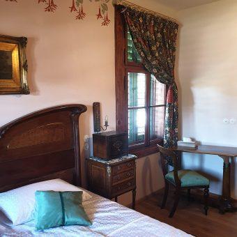 Petričeva spalnica je opremljena z originalnim pohištvom iz obdobja pred prvo svetovno vojno.