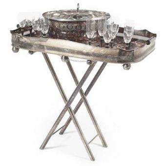 Posrebrena posoda z ledom, ki je hladil šampanjec in 12 kozarcev na ladji Rex