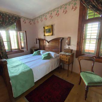 Petričeva spalnica v prvem nadstropju vile Ruska dača.
